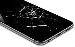 Трещины на дисплее телефона от удара